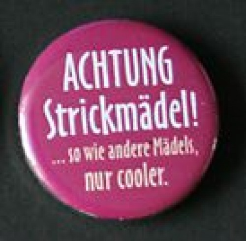 "Button ""Strickmädel ..."""
